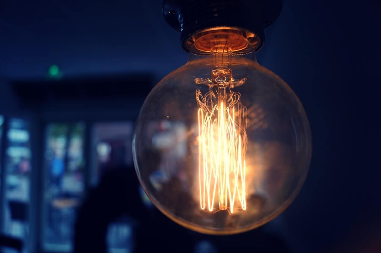 Lampy żarówki na sznurku