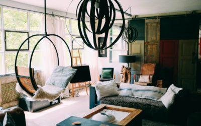Trendy lampy do salonu — jakie oświetlenie wybrać? Poradnik