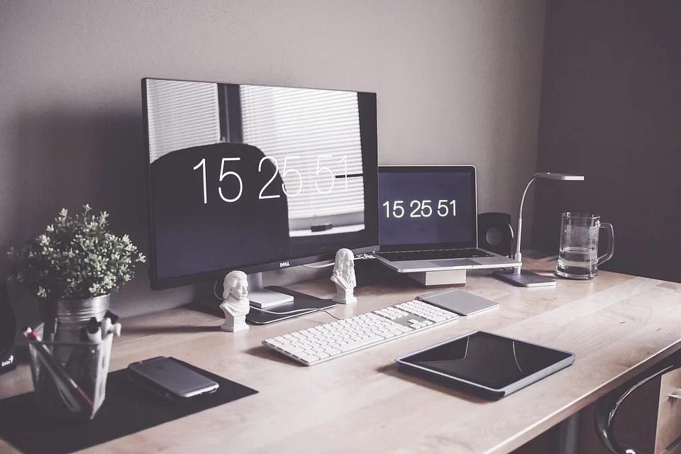 Jakie oświetlenie wybrać do domowego biura